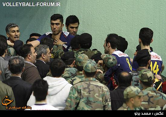 درگیری در اختتامیه لیگ برتر والیبال/بازداشت ملی پوش والیبال توسط نیروی انتظامی؟!