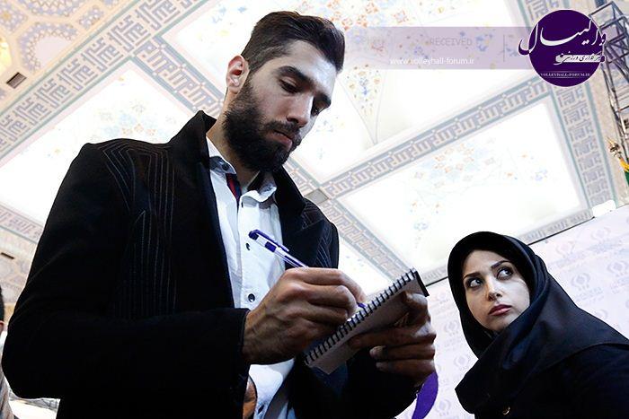 حضور سید محمد موسوی در نمایشکاه مطبوعات/مصاحبه سید با خبرگزاری های مختلف عکس