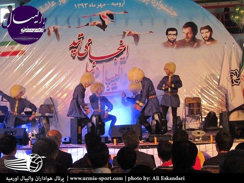 رونمایی از تیم والیبال شهرداری اورمیه با اجتماع عظیم هواداران برگزار شد+تصاویر