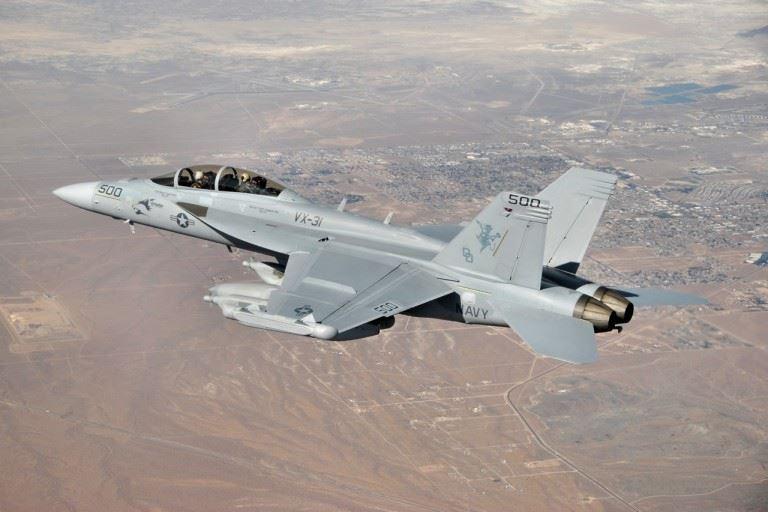 EA-18G_VX-31_over_Ridgecrest_CA_2009
