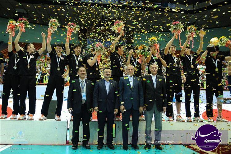 مربی ایرانی، مدال قهرمانی آسیا را به همسر ژاپنی اش تقدیم کرد+عکس