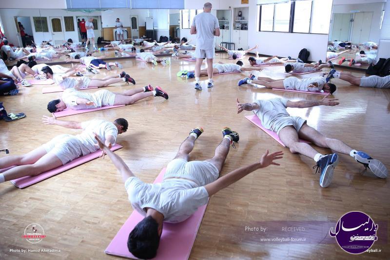 تمرین کششی تیم ملی والیبال در ژاپن