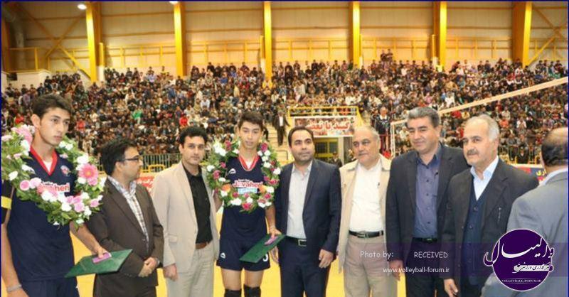 اهدای سکه بهار آزادی به دو بازیکن نوجوان گنبد توسط شورای اسلامی و شهردار گنبد